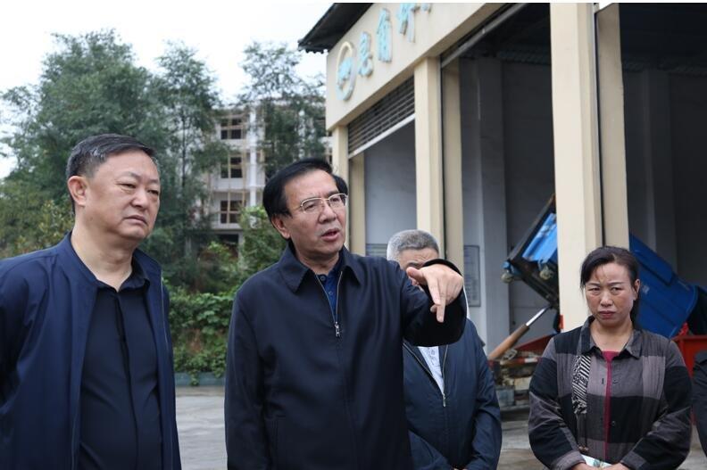 省人大常委会副主任李飞跃来铜督办代表建议