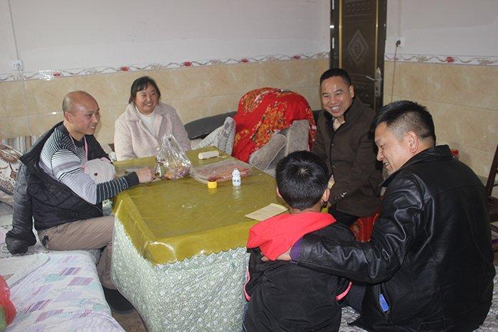 熊光奎到邓家坡村走访慰问