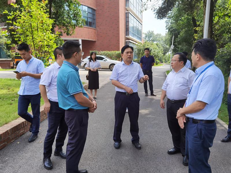 陈达新在在湖南省宁乡市中伟集团有限公司考察.jpg